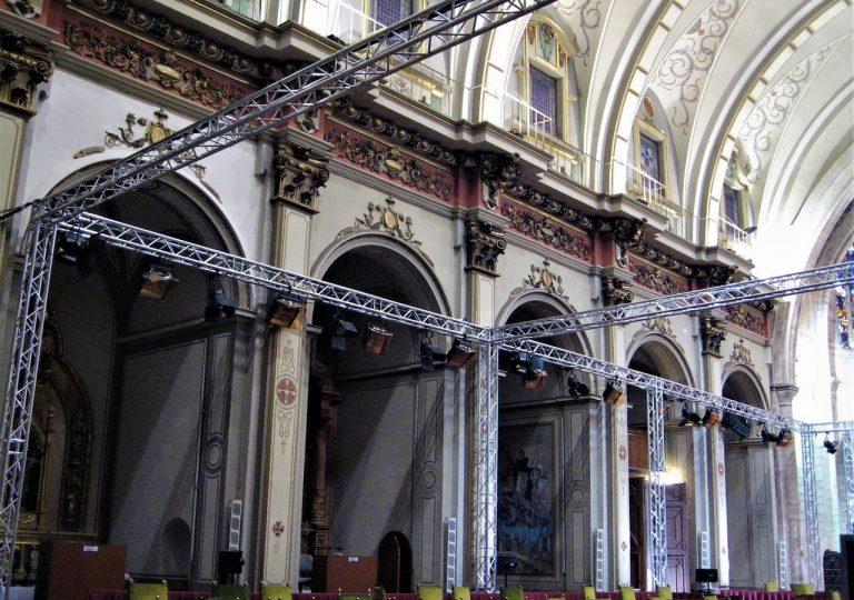 alquiler de estructura para iluminacion de evento