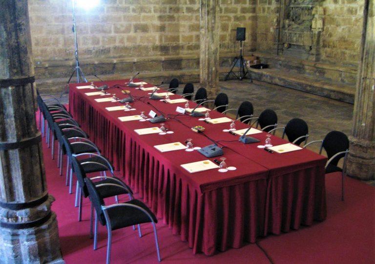 alquiler de sistema de conferencia shure conference one