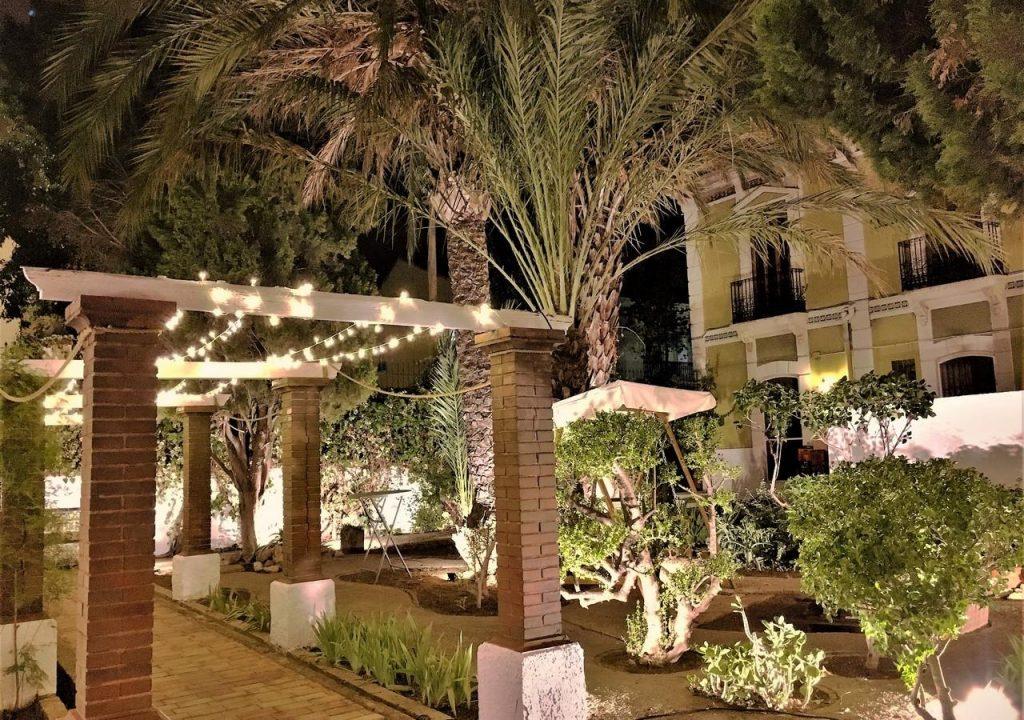 iluminacion-de-jardines-para-bodas