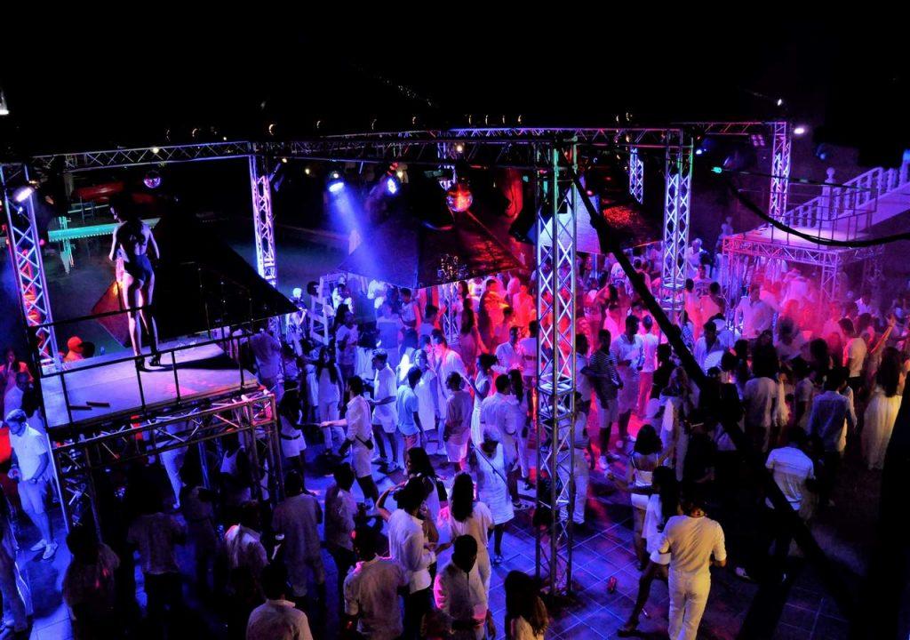 alquiler-de-podiums-para-discotecas
