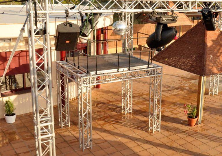 podium para bailar de alquiler