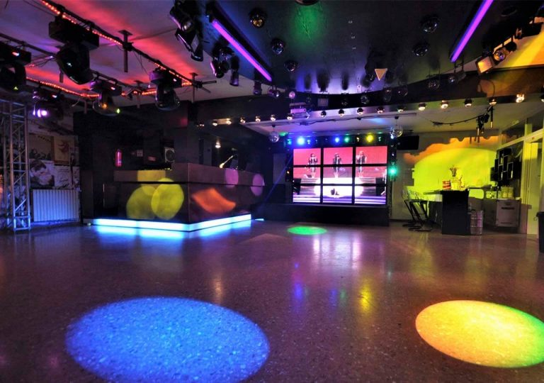 tecnicos en sonido e iluminacion de discoteca