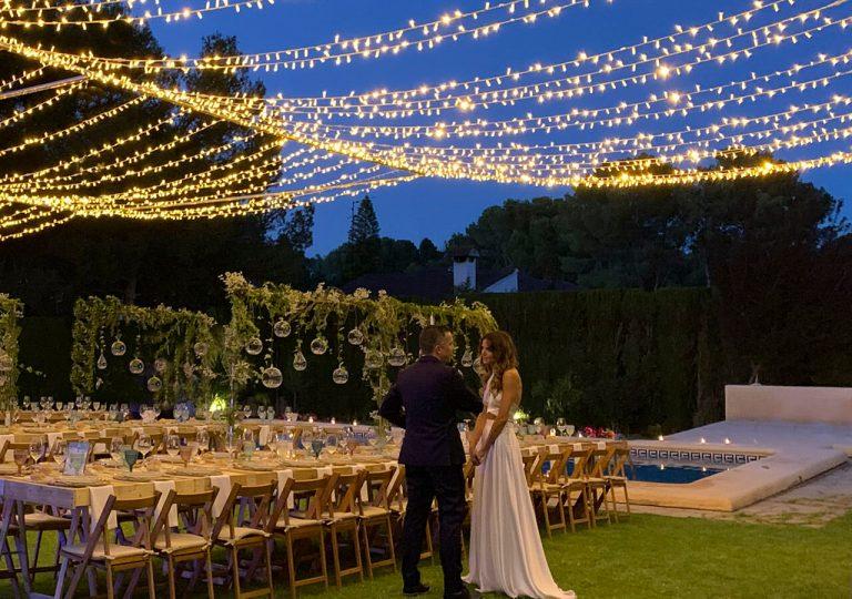 bodas con guirnaldas